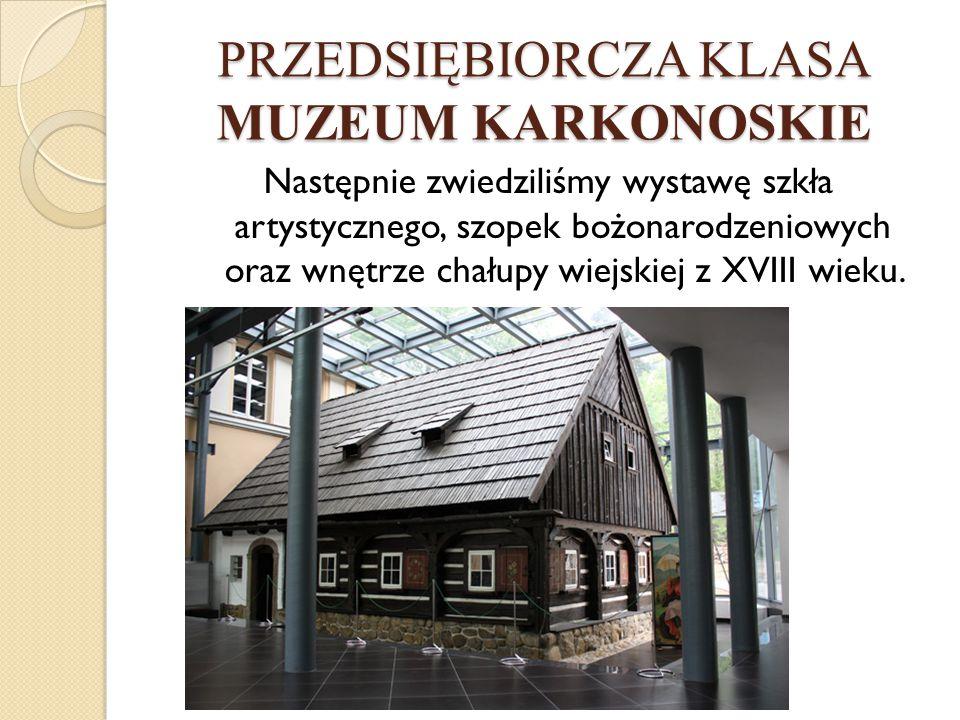 Następnie zwiedziliśmy wystawę szkła artystycznego, szopek bożonarodzeniowych oraz wnętrze chałupy wiejskiej z XVIII wieku.