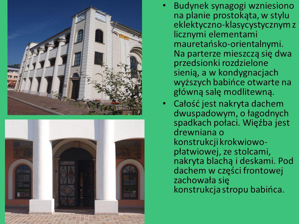 Budynek synagogi wzniesiono na planie prostokąta, w stylu eklektyczno-klasycystycznym z licznymi elementami mauretańsko-orientalnymi. Na parterze mies
