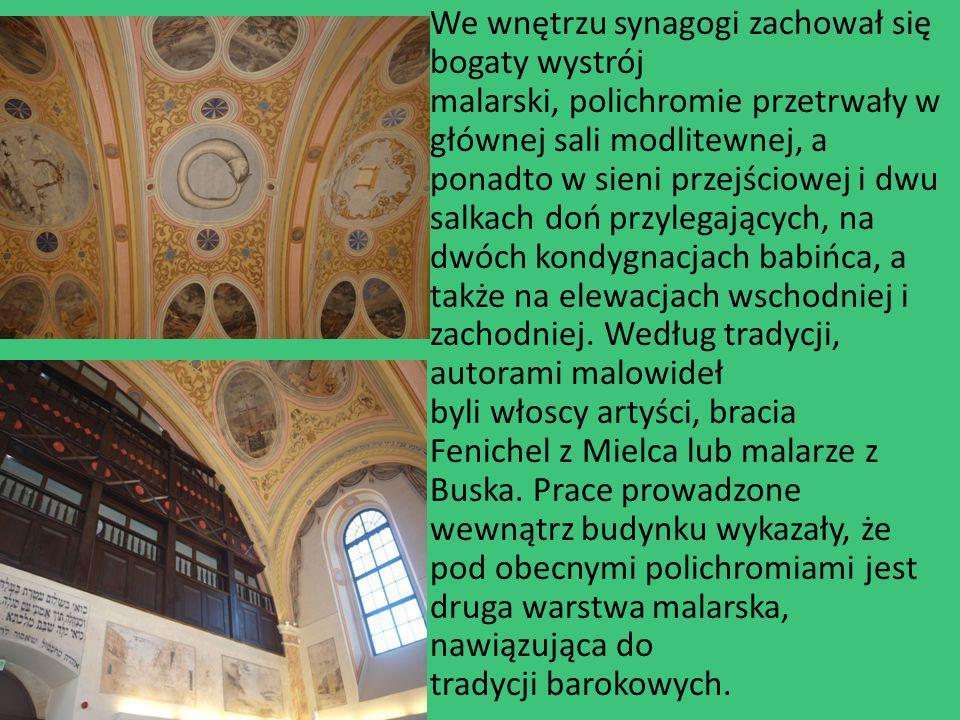 We wnętrzu synagogi zachował się bogaty wystrój malarski, polichromie przetrwały w głównej sali modlitewnej, a ponadto w sieni przejściowej i dwu salk