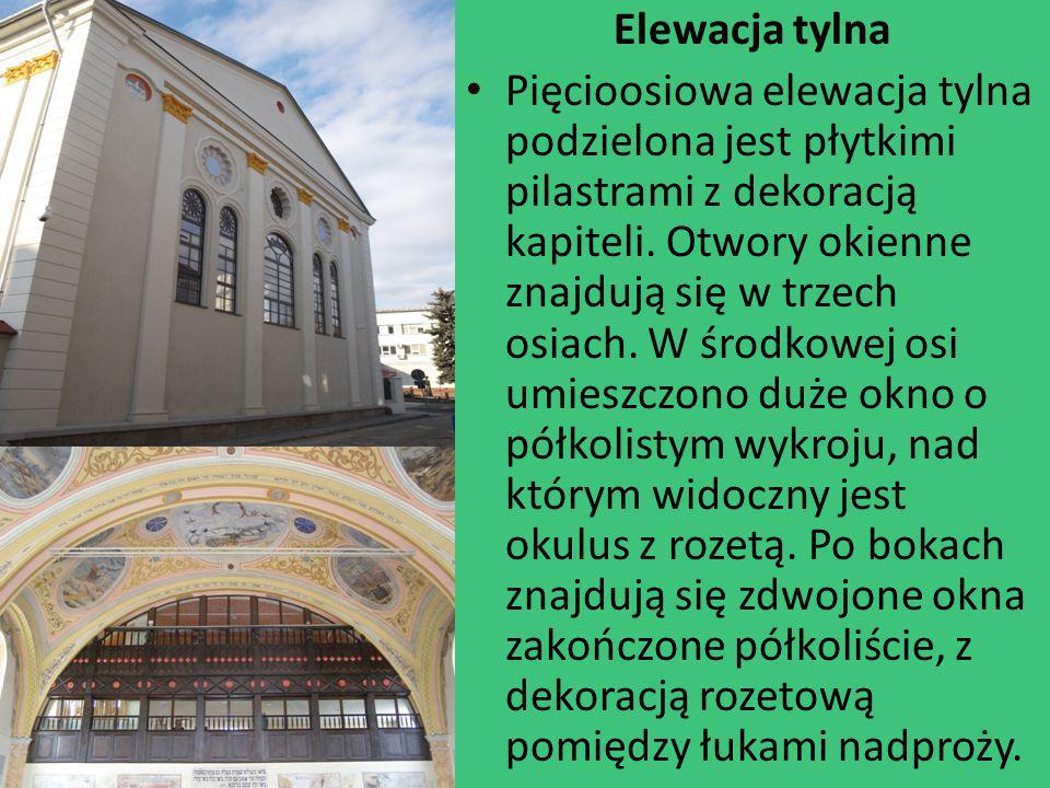 Elewacja tylna Pięcioosiowa elewacja tylna podzielona jest płytkimi pilastrami z dekoracją kapiteli. Otwory okienne znajdują się w trzech osiach. W śr