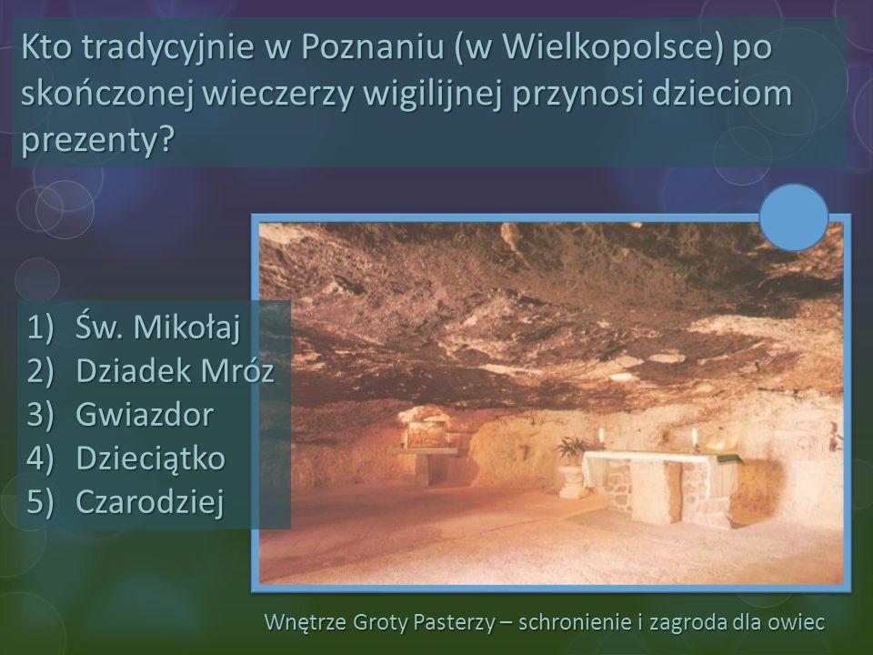 Wnętrze Groty Pasterzy – schronienie i zagroda dla owiec Kto tradycyjnie w Poznaniu (w Wielkopolsce) po skończonej wieczerzy wigilijnej przynosi dziec