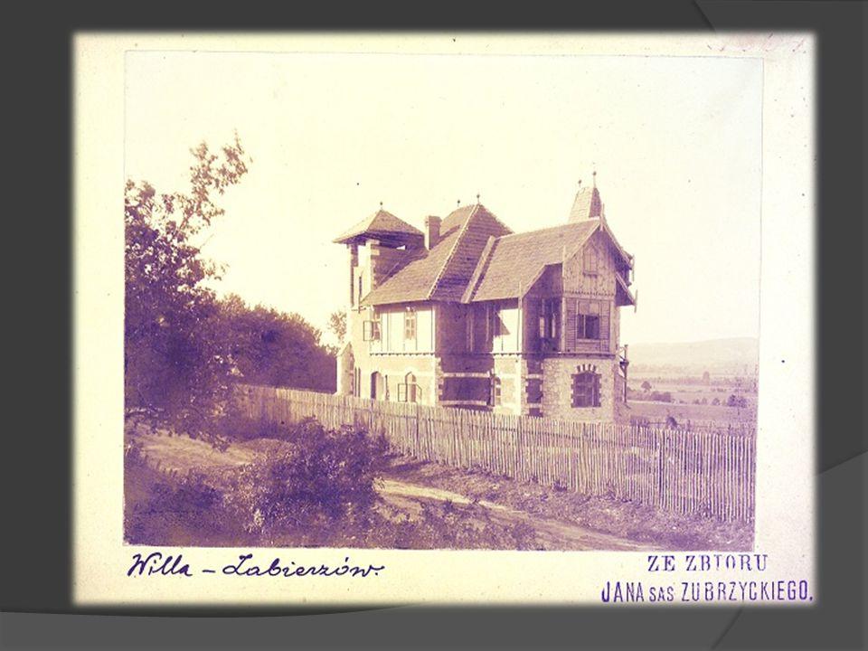 Projektował okazałe kościoły, opracowywał też projekty świeckich budowli użyteczności publicznej i budynków na zamówienia prywatne. Badał polskie styl
