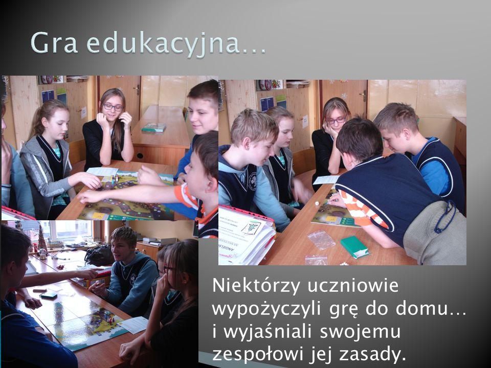 Niektórzy uczniowie wypożyczyli grę do domu… i wyjaśniali swojemu zespołowi jej zasady.