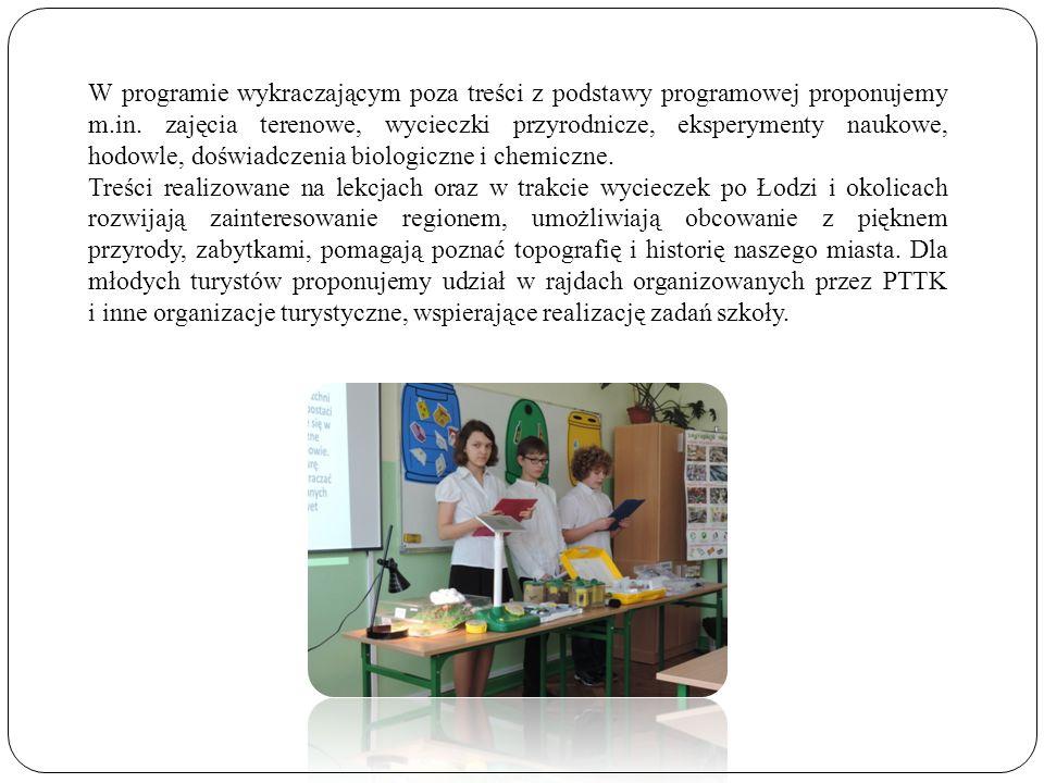 W programie wykraczającym poza treści z podstawy programowej proponujemy m.in. zajęcia terenowe, wycieczki przyrodnicze, eksperymenty naukowe, hodowle