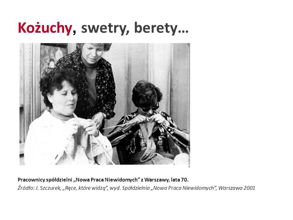 """Kożuchy, swetry, berety… Pracownicy spółdzielni """"Nowa Praca Niewidomych z Warszawy, lata 70."""