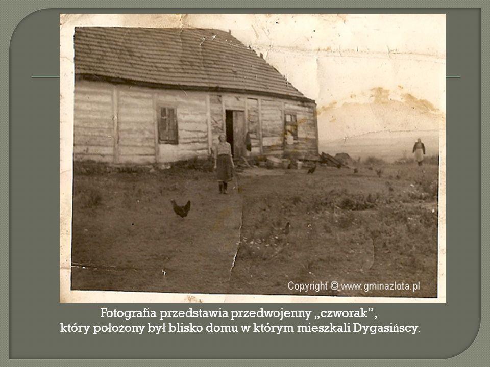 """Fotografia przedstawia przedwojenny """"czworak , który po ł o ż ony by ł blisko domu w którym mieszkali Dygasi ń scy."""