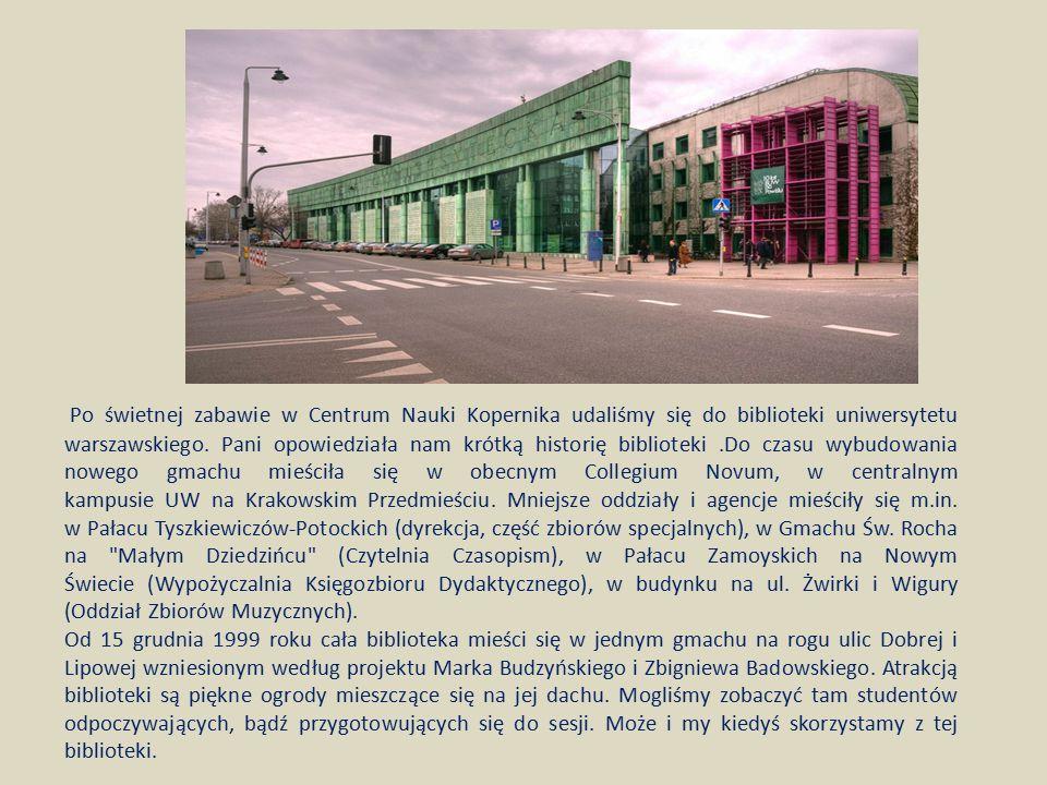 Po świetnej zabawie w Centrum Nauki Kopernika udaliśmy się do biblioteki uniwersytetu warszawskiego. Pani opowiedziała nam krótką historię biblioteki.