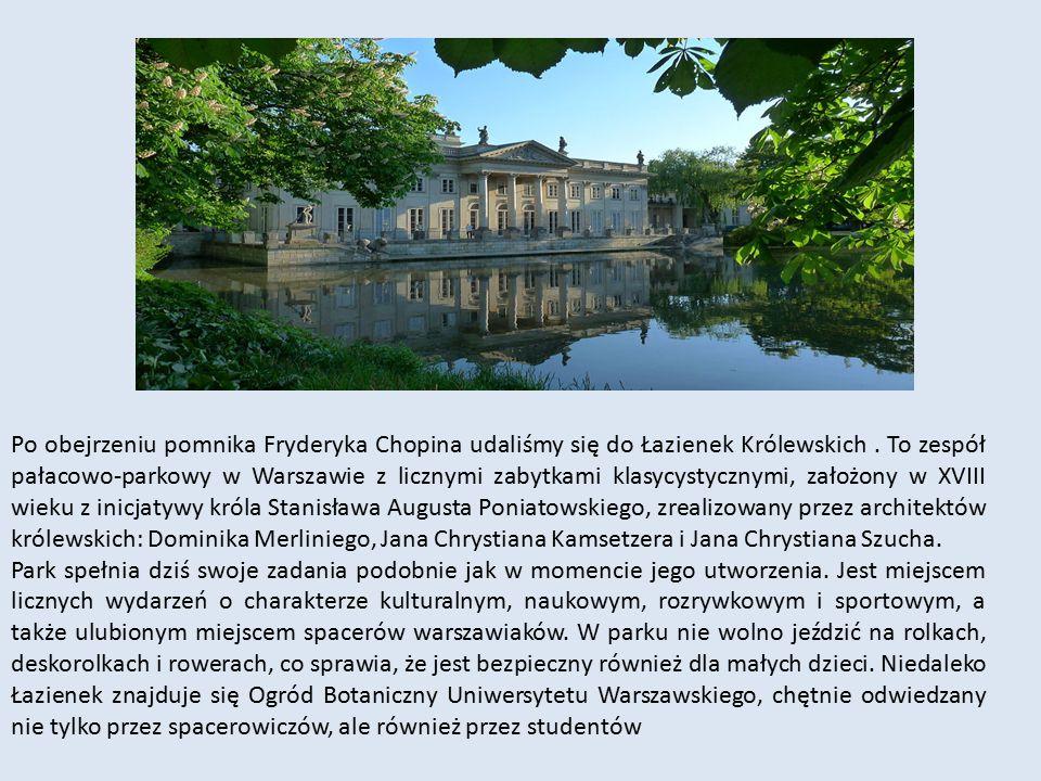 Po obejrzeniu pomnika Fryderyka Chopina udaliśmy się do Łazienek Królewskich. To zespół pałacowo-parkowy w Warszawie z licznymi zabytkami klasycystycz