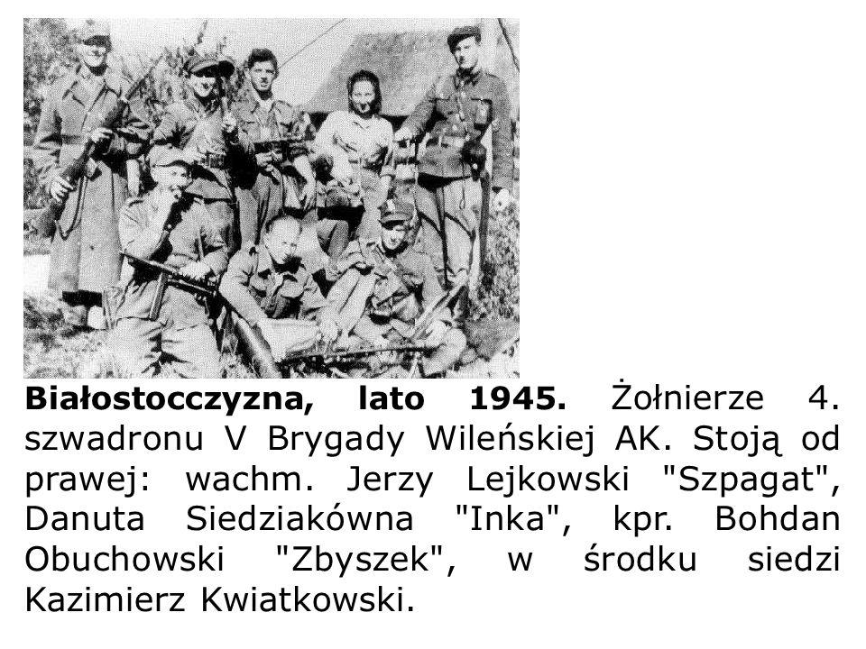 Białostocczyzna, lato 1945. Żołnierze 4. szwadronu V Brygady Wileńskiej AK. Stoją od prawej: wachm. Jerzy Lejkowski