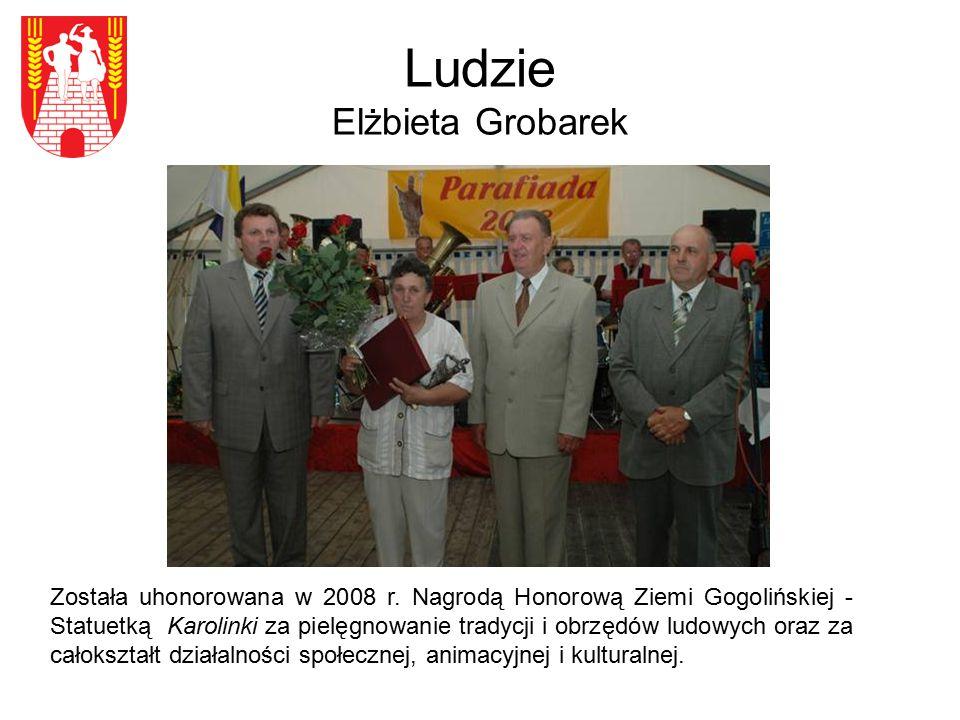 Ludzie Elżbieta Grobarek Została uhonorowana w 2008 r. Nagrodą Honorową Ziemi Gogolińskiej - Statuetką Karolinki za pielęgnowanie tradycji i obrzędów