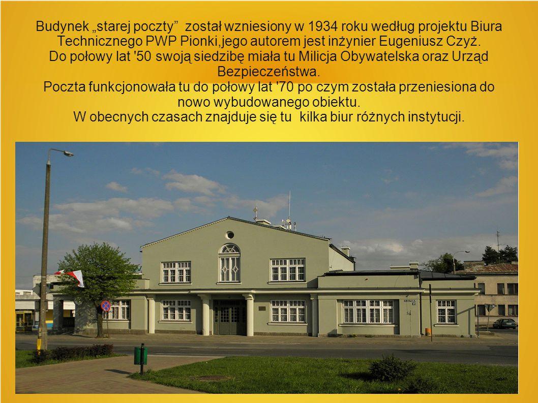 """Budynek """"starej poczty"""" został wzniesiony w 1934 roku według projektu Biura Technicznego PWP Pionki,jego autorem jest inżynier Eugeniusz Czyż. Do poło"""