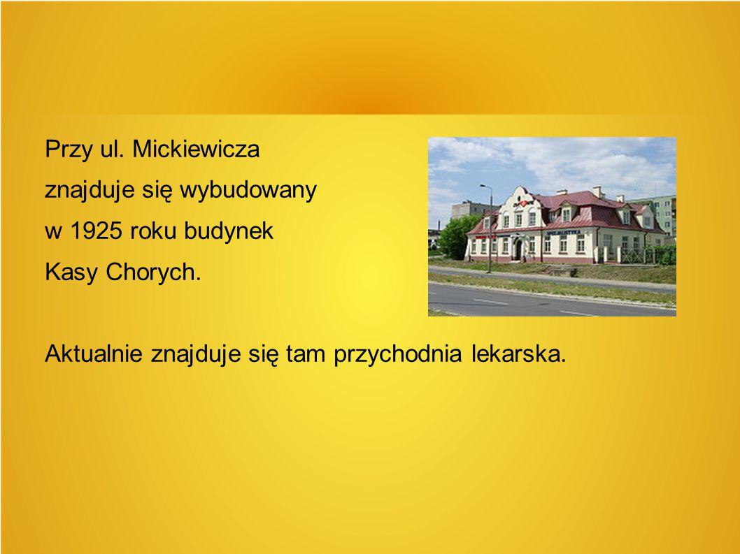 Przy ul. Mickiewicza znajduje się wybudowany w 1925 roku budynek Kasy Chorych. Aktualnie znajduje się tam przychodnia lekarska.