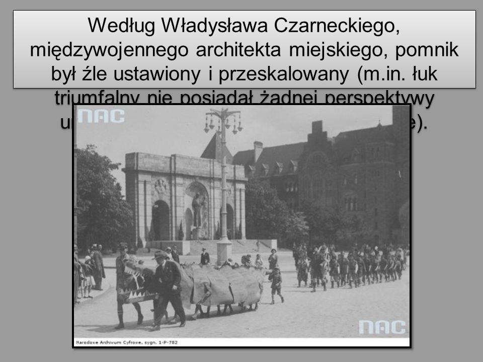 Według Władysława Czarneckiego, międzywojennego architekta miejskiego, pomnik był źle ustawiony i przeskalowany (m.in. łuk triumfalny nie posiadał żad