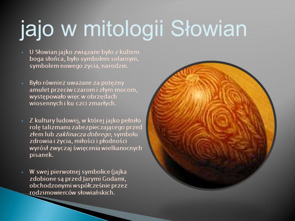  U Słowian jajko związane było z kultem boga słońca, było symbolem solarnym, symbolem nowego życia, narodzin.  Było również uważane za potężny amule