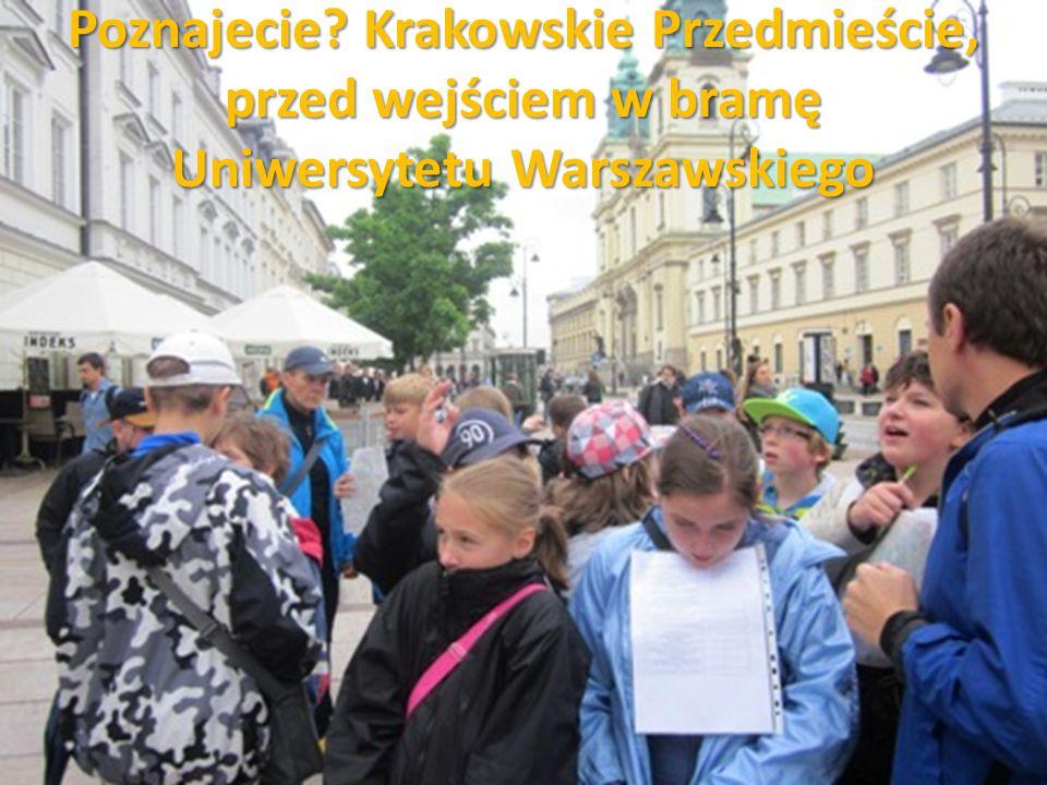 Poznajecie? Krakowskie Przedmieście, przed wejściem w bramę Uniwersytetu Warszawskiego