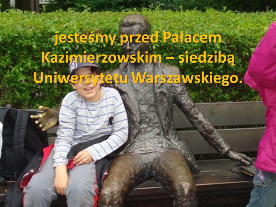 jesteśmy przed Pałacem Kazimierzowskim – siedzibą Uniwersytetu Warszawskiego.
