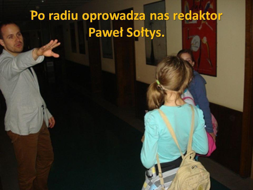 Po radiu oprowadza nas redaktor Paweł Sołtys.