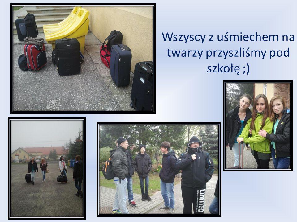 Wszyscy z uśmiechem na twarzy przyszliśmy pod szkołę ;)