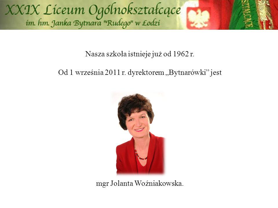 """Nasza szkoła istnieje już od 1962 r. Od 1 września 2011 r. dyrektorem """"Bytnarówki"""" jest mgr Jolanta Woźniakowska."""