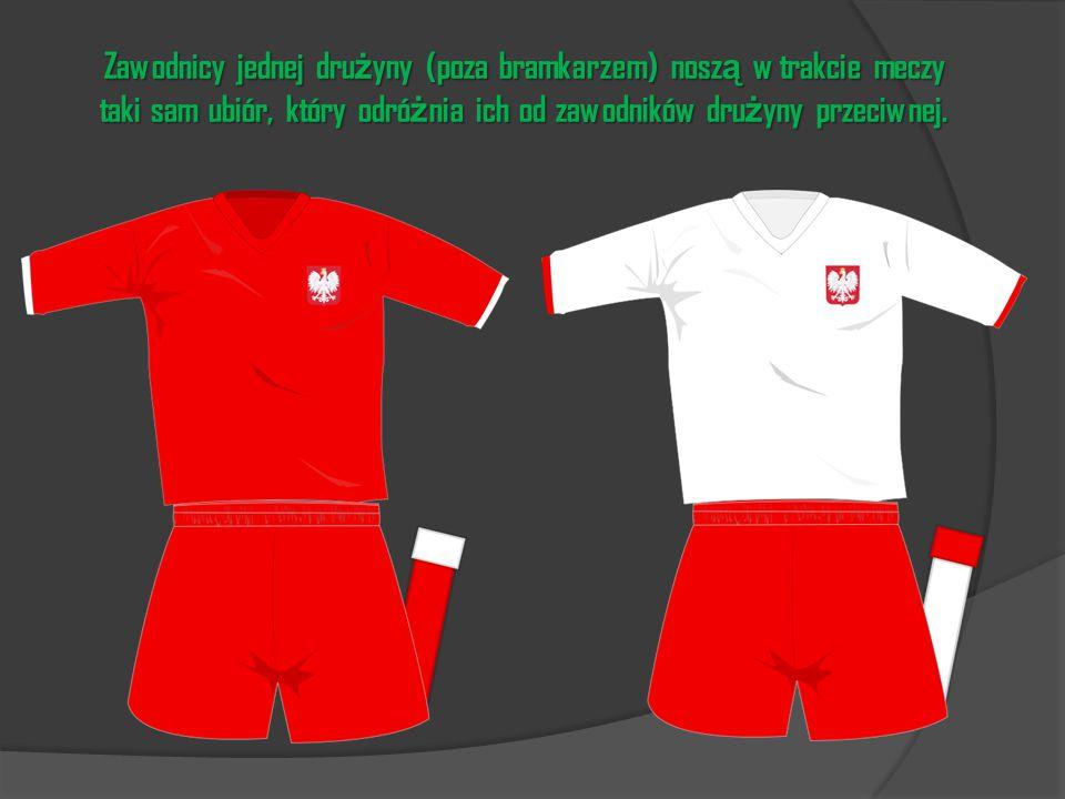 Zawodnicy jednej dru ż yny (poza bramkarzem) nosz ą w trakcie meczy taki sam ubiór, który odró ż nia ich od zawodników dru ż yny przeciwnej.