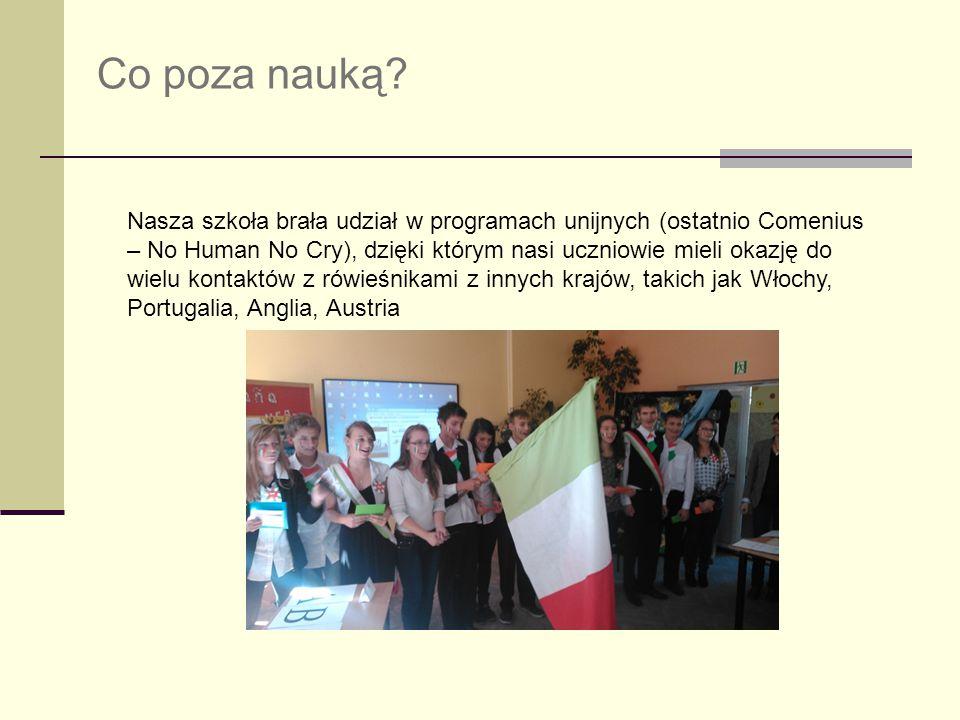 Co poza nauką? Nasza szkoła brała udział w programach unijnych (ostatnio Comenius – No Human No Cry), dzięki którym nasi uczniowie mieli okazję do wie