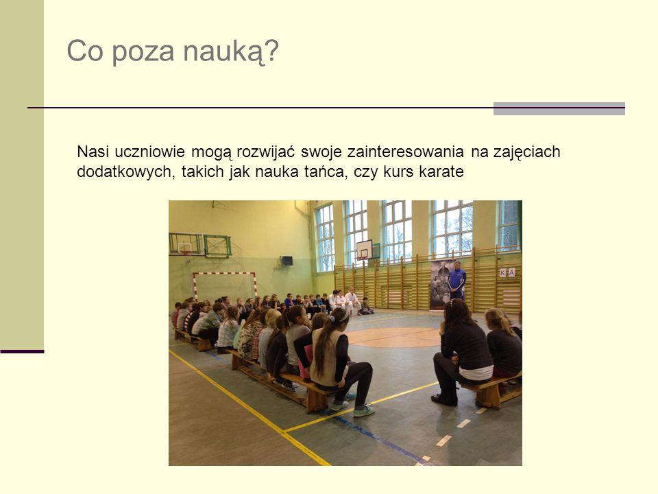 Co poza nauką? Nasi uczniowie mogą rozwijać swoje zainteresowania na zajęciach dodatkowych, takich jak nauka tańca, czy kurs karate