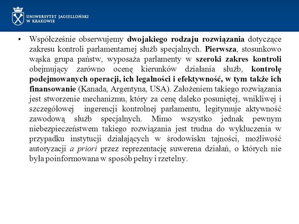 Współcześnie obserwujemy dwojakiego rodzaju rozwiązania dotyczące zakresu kontroli parlamentarnej służb specjalnych. Pierwsza, stosunkowo wąska grupa
