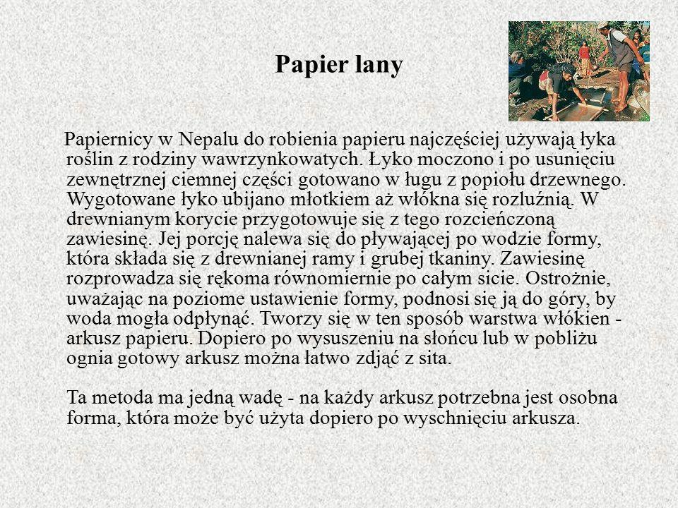 Papier lany Papiernicy w Nepalu do robienia papieru najczęściej używają łyka roślin z rodziny wawrzynkowatych.