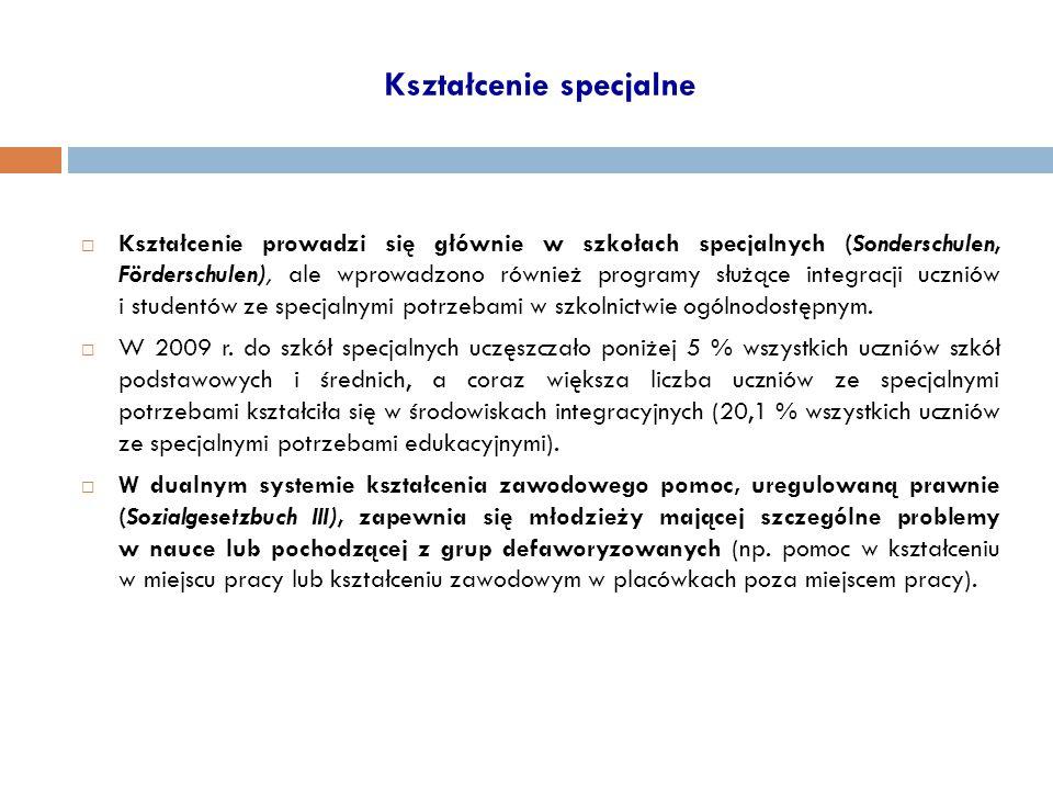Kształcenie specjalne  Kształcenie prowadzi się głównie w szkołach specjalnych (Sonderschulen, Förderschulen), ale wprowadzono również programy służą