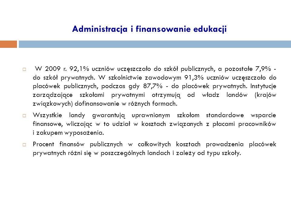 Administracja i finansowanie edukacji  W 2009 r. 92,1% uczniów uczęszczało do szkół publicznych, a pozostałe 7,9% - do szkół prywatnych. W szkolnictw