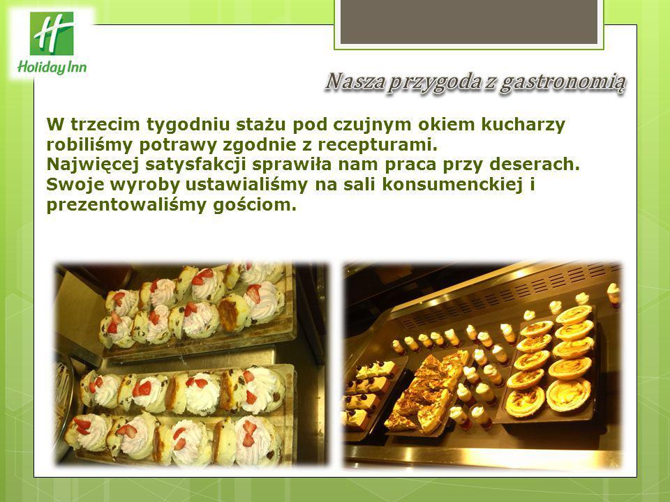 W trzecim tygodniu stażu pod czujnym okiem kucharzy robiliśmy potrawy zgodnie z recepturami.