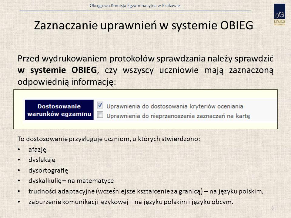 Okręgowa Komisja Egzaminacyjna w Krakowie W przypadku uczniów: a) niepełnosprawnych ruchowo, z czasową niesprawnością rąk, b) przewlekle chorych, c) niewidomych, d) z autyzmem, w tym z zespołem Aspergera, nauczyciel wspomagający odczytuje cały arkusz lub czyta arkusz sukcesywnie.