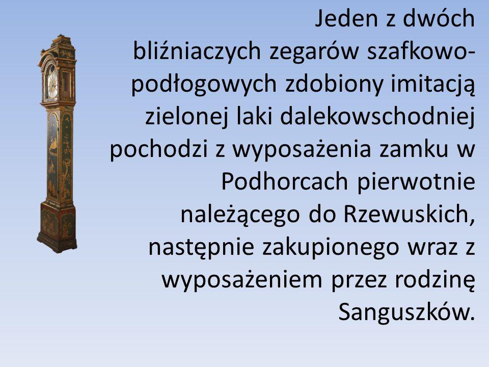 Jeden z dwóch bliźniaczych zegarów szafkowo- podłogowych zdobiony imitacją zielonej laki dalekowschodniej pochodzi z wyposażenia zamku w Podhorcach pi