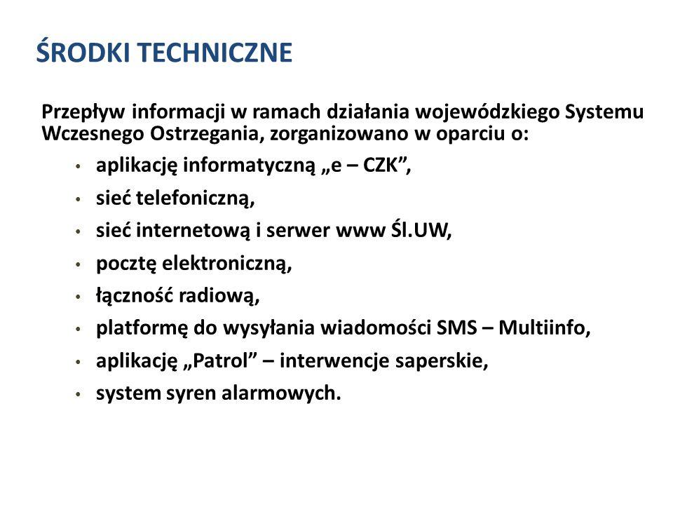 """ŚRODKI TECHNICZNE Przepływ informacji w ramach działania wojewódzkiego Systemu Wczesnego Ostrzegania, zorganizowano w oparciu o: aplikację informatyczną """"e – CZK , sieć telefoniczną, sieć internetową i serwer www Śl.UW, pocztę elektroniczną, łączność radiową, platformę do wysyłania wiadomości SMS – Multiinfo, aplikację """"Patrol – interwencje saperskie, system syren alarmowych."""