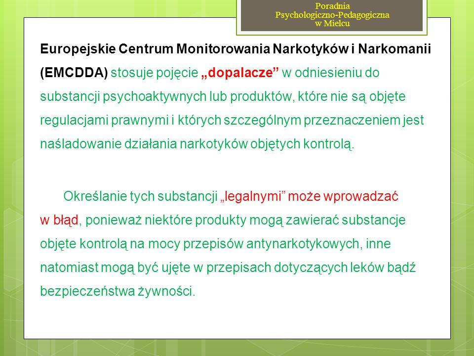 """MEFEDRON (nielegalny 2010) - Działania podobne do amfetaminy, THC lub kokainy Powoduje: - tachykardia, problemy krążeniowe - rozdrażnienia, pobudzenie - bezsenność - halucynacje wzrokowe i słuchowe, - urojenia prześladowcze - szczękościsk, oczopląs, drżenie rąk -trudności z koncentracją """"gonitwa myśli , poczucie odrealnienia - obniżenie sprawności psychomotorycznej (prowadzenie pojazdów) """"DOPALACZE - """"SMARTY – najbardziej rozpowszechnione substancje Poradnia Psychologiczno-Pedagogiczna w Mielcu"""