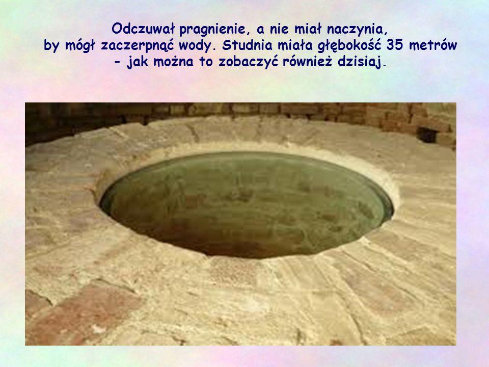 W skwarze południa, zmęczony wędrówką, usiadł przy studni, którą patriarcha Jakub wykopał przed 1700 laty.