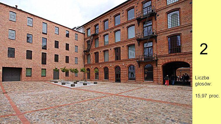 Miejsce 2. Centralne Muzeum Włókiennictwa, Łódź Wchodzimy na brukowaną kocimi łbami uliczkę, mijamy starą letniskową willę, kościół św. Andrzeja Bobol