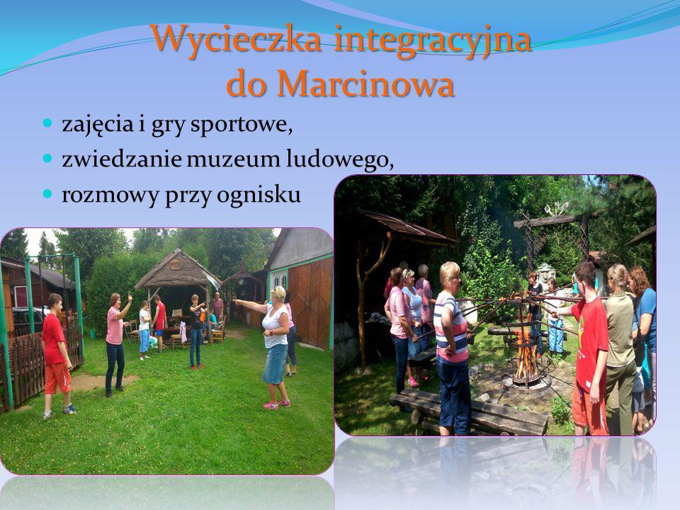 Wycieczka integracyjna do Marcinowa zajęcia i gry sportowe, zwiedzanie muzeum ludowego, rozmowy przy ognisku