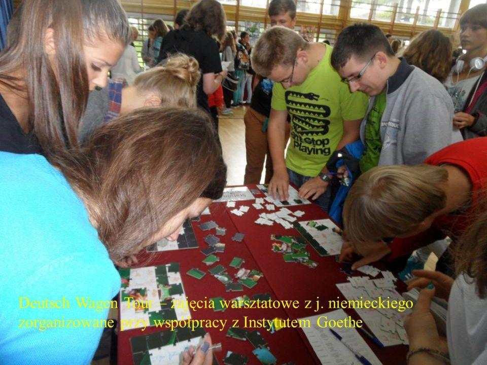 Wychowanie przez kulturę i sztukę Licealne dni kultury Ogólnoszkolne spotkanie opłatkowe przed Świętami Bożego Narodzenia Dzień filmowy Biuletyn Twórczy Wystawy plastyczne i fotograficzne Wycieczki do muzeów i galerii