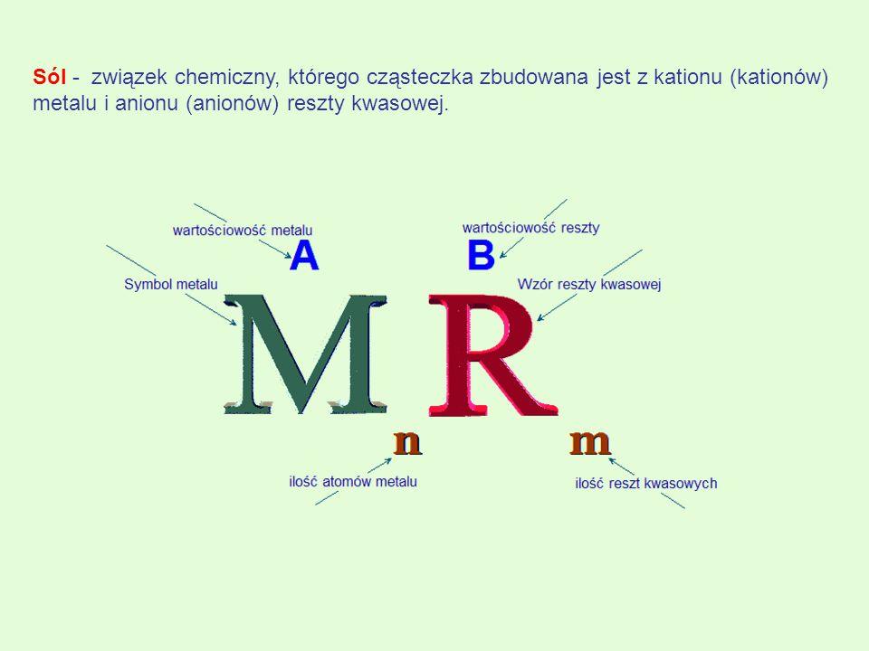 PODZIAŁ SOLI A.Ze względu na charakter reszty kwasowej:  tlenowe (np..CaSO 4, K 2 NO 3 )  beztlenowe ( CuCl 2 ), Na 2 S) B.