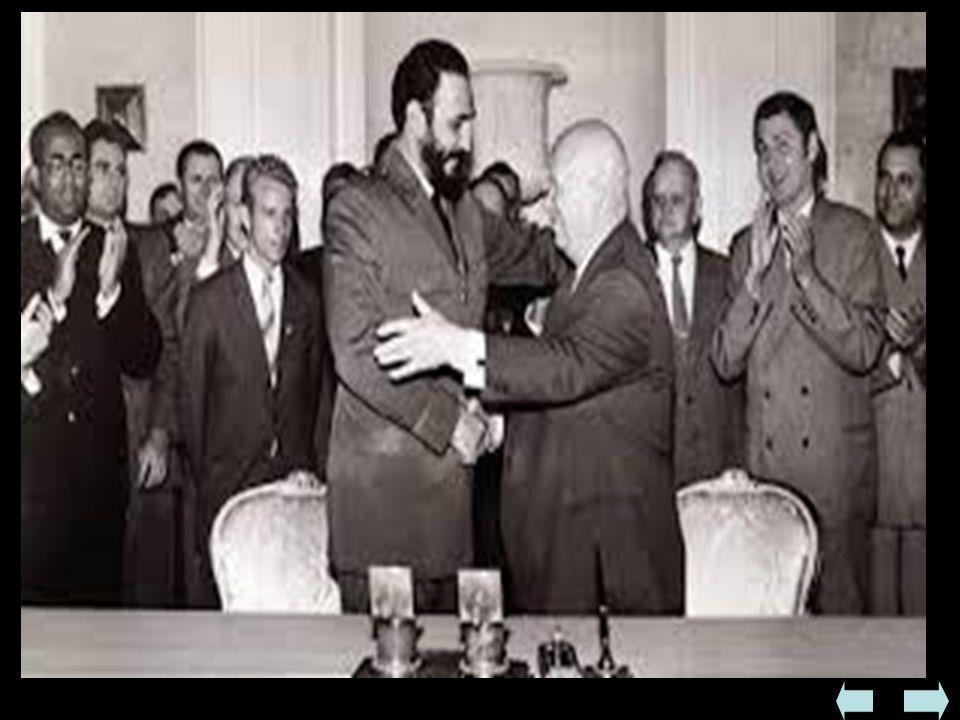 - niepowodzenie akcji - blokada morska Kuby przez USA - pomoc ZSRR dla Castro - rozmieszczenie na wyspie strategicznych wyrzutni rakietowych - w odpow