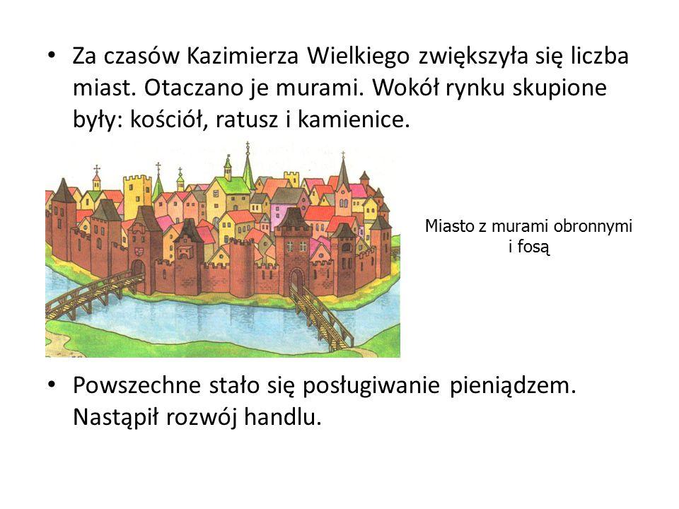 Za czasów Kazimierza Wielkiego zwiększyła się liczba miast. Otaczano je murami. Wokół rynku skupione były: kościół, ratusz i kamienice. Powszechne sta