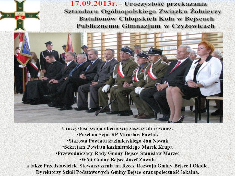 Uroczystość swoja obecnością zaszczycili również: Poseł na Sejm RP Mirosław Pawlak Starosta Powiatu kazimierskiego Jan Nowak Sekretarz Powiatu kazimie
