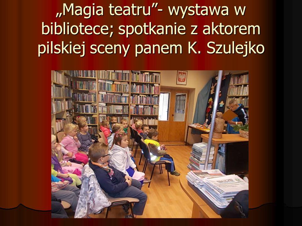 """""""Magia teatru""""- wystawa w bibliotece; spotkanie z aktorem pilskiej sceny panem K. Szulejko"""