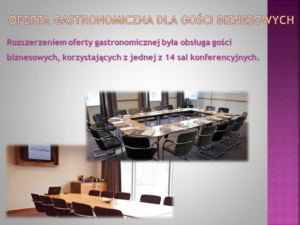 Rozszerzeniem oferty gastronomicznej była obsługa gości biznesowych, korzystających z jednej z 14 sal konferencyjnych.
