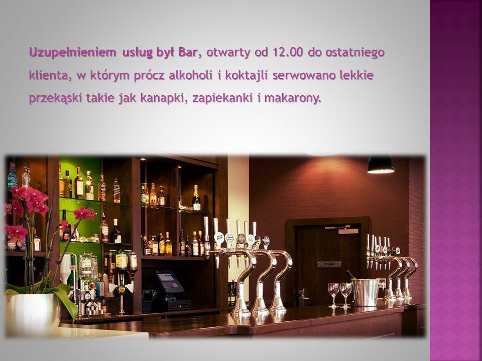 Uzupełnieniem usług był Bar, otwarty od 12.00 do ostatniego klienta, w którym prócz alkoholi i koktajli serwowano lekkie przekąski takie jak kanapki, zapiekanki i makarony.