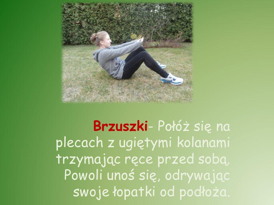 Brzuszki- Połóż się na plecach z ugiętymi kolanami trzymając ręce przed sobą. Powoli unoś się, odrywając swoje łopatki od podłoża.