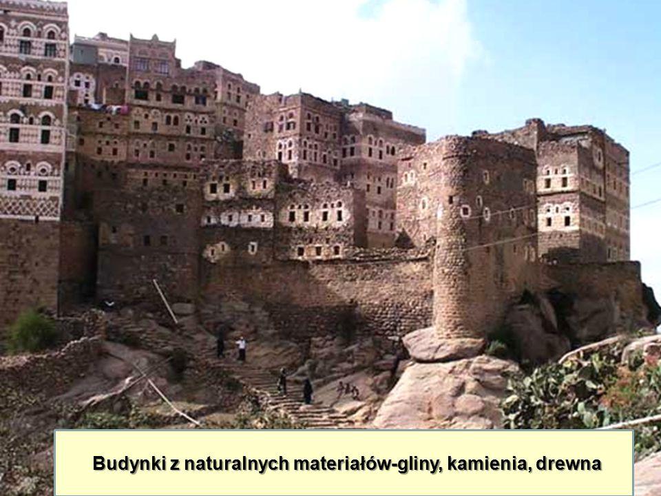 Budynki z naturalnych materiałów-gliny, kamienia, drewna