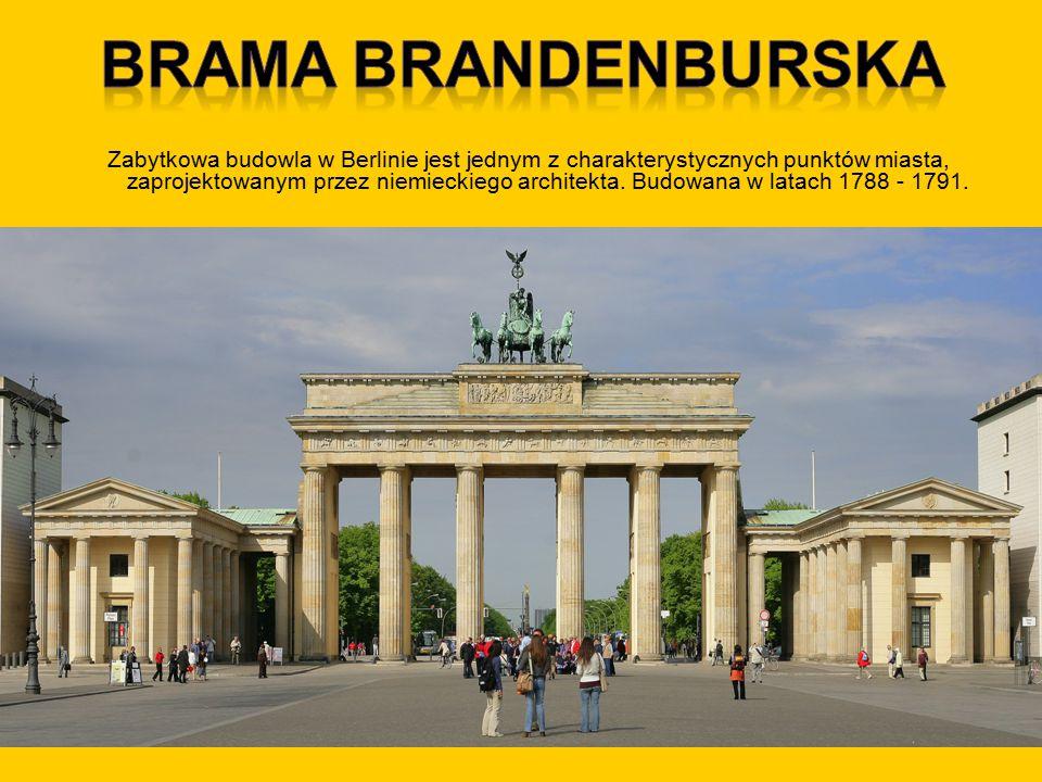 Zabytkowa budowla w Berlinie jest jednym z charakterystycznych punktów miasta, zaprojektowanym przez niemieckiego architekta. Budowana w latach 1788 -