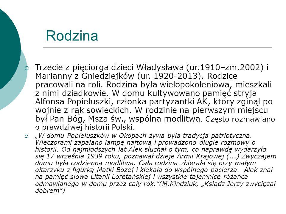 Rodzina  Trzecie z pięciorga dzieci Władysława (ur.1910–zm.2002) i Marianny z Gniedziejków (ur. 1920-2013). Rodzice pracowali na roli. Rodzina była w